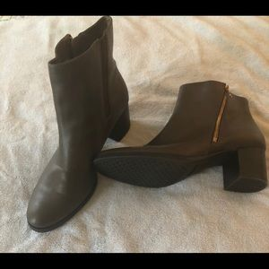Women's Aerosoles Taupe Bootie - Size 10